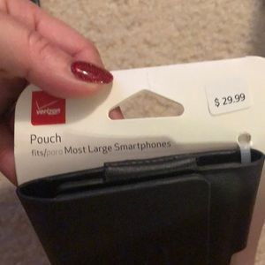 verizon Accessories - NEW Black smartphone clip pouch. Magnetic closure
